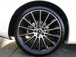 Mercedes-Benz E 300 Cabriolet - Image 12