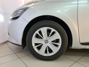 Renault Clio IV 900 T Expression 5-Door - Image 4