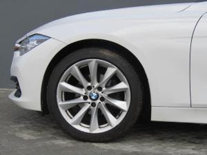 BMW 320i automatic - Image 10