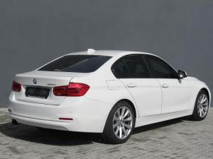 BMW 320i automatic - Image 6