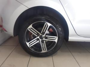 Volkswagen Polo hatch 1.2TSI Highline auto - Image 6