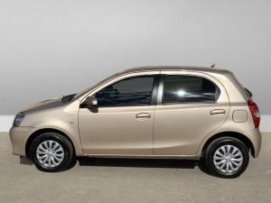 Toyota Etios hatch 1.5 Xi - Image 4