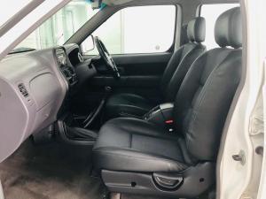 Nissan NP300 Hardbody 2.4 double cab 4x4 - Image 7