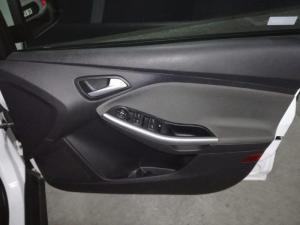 Ford Focus sedan 1.0T Trend - Image 12