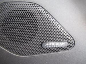 Jaguar F-PACE 2.0 i4D AWD R-SPORT - Image 17