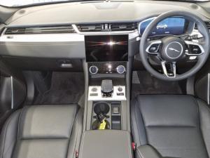 Jaguar F-Pace D200 AWD R-Dynamic SE - Image 9