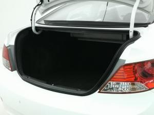 Hyundai Accent 1.6 GLS/FLUID - Image 13