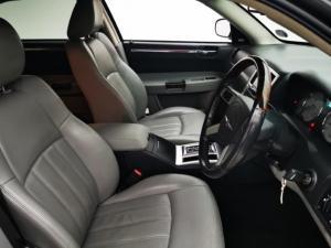 Chrysler 300C 3.5 V6 automatic - Image 10