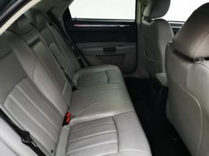 Chrysler 300C 3.5 V6 automatic - Image 11