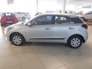 Hyundai i20 1.4 Motion auto - Image 9