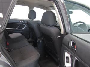 Subaru Outback 2.5i AWD - Image 10