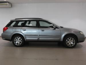 Subaru Outback 2.5i AWD - Image 3