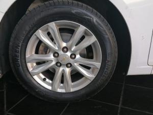 Chevrolet Cruze 1.6 LS 5-Door - Image 12
