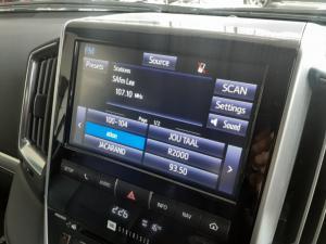 Toyota Land Cruiser 200 4.5D-4D V8 VX-R - Image 10