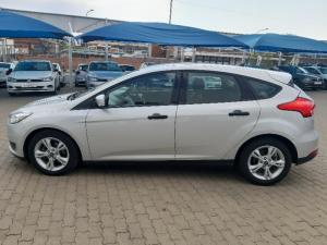 Ford Focus hatch 1.0T Ambiente auto - Image 15