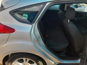 Ford Focus hatch 1.0T Ambiente auto - Image 4