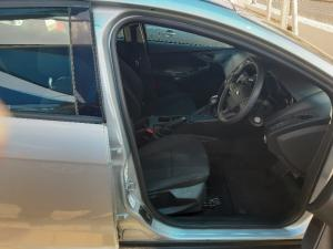 Ford Focus hatch 1.0T Ambiente auto - Image 6