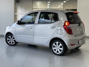 Hyundai i10 1.1 Motion auto - Image 4