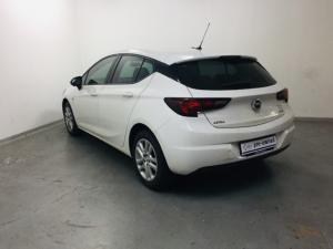 Opel Astra hatch 1.0T Essentia - Image 10