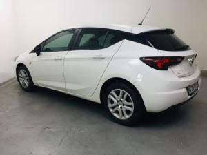 Opel Astra hatch 1.0T Essentia - Image 9