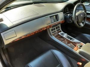 Jaguar XF 2.0 i4 Premium Luxury - Image 7