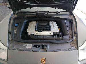 Porsche Cayenne Tiptronic - Image 12