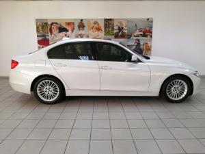BMW 3 Series 320i Luxury auto - Image 2
