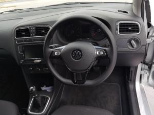 Volkswagen Polo Vivo hatch 1.6 Highline - Image 13