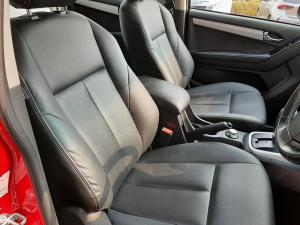 Isuzu D-Max 300 3.0TD double cab 4x4 LX auto - Image 11