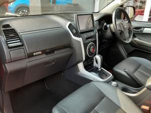Isuzu D-Max 300 3.0TD double cab 4x4 LX auto - Image 7