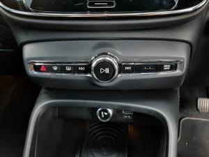 Volvo XC40 D4 AWD Momentum - Image 16