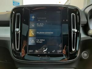 Volvo XC40 D4 AWD Momentum - Image 17