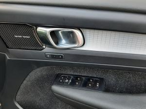 Volvo XC40 D4 AWD Momentum - Image 9