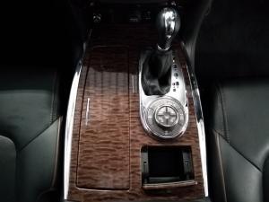 Nissan Patrol 5.6 V8 LE Premium 4WD - Image 14