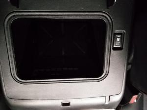 Nissan Patrol 5.6 V8 LE Premium 4WD - Image 16