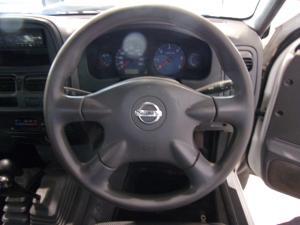 Nissan NP300 Hardbody 2.5TDi 4x4 mid - Image 11