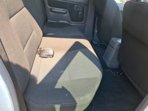 Nissan NP300 Hardbody 2.5TDi double cab 4x4 - Image 6