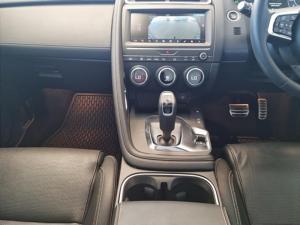 Jaguar E-PACE D180 2.0D HSE - Image 20