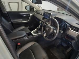 Toyota RAV4 2.0 VX - Image 11