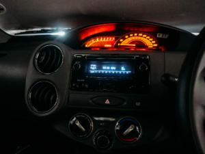 Toyota Etios sedan 1.5 Xs - Image 11