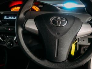 Toyota Etios sedan 1.5 Xs - Image 12