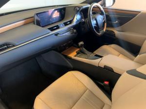 Lexus ES 300h SE - Image 10