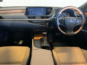 Lexus ES 300h SE - Image 12