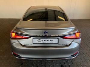 Lexus ES 300h SE - Image 4