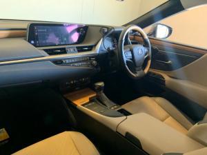 Lexus ES 300h SE - Image 5