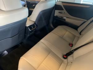 Lexus ES 300h SE - Image 8