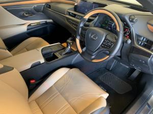 Lexus ES 300h SE - Image 9