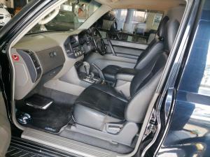 Mitsubishi Pajero 3200 DI-D GLS SWB automatic - Image 10