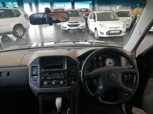 Mitsubishi Pajero 3200 DI-D GLS SWB automatic - Image 12