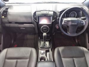 Isuzu D-Max 300 3.0TD double cab 4x4 LX auto - Image 9